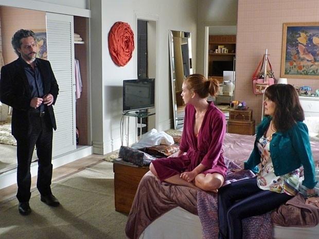 José Alfredo flagra mãe de Maria Ísis no apartamento pela primeira vez