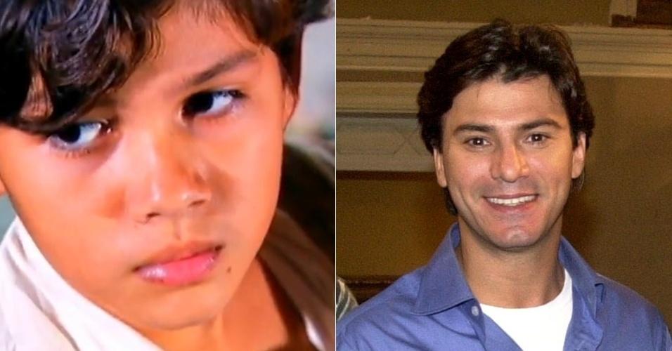 """Leandro, um dos quatro filhos de Maria do Carmos, foi interpretado por Ramon Motta na infância e posteriormente por Leonardo Vieira em """"Senhora do Destino"""" (2004)"""