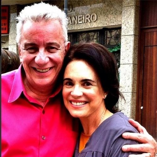 """Regina Duarte comemora participação na última temporada de """"A Grande Família"""". No Instagram, ela aparece em foto ao lado do ator Marco Nanini."""