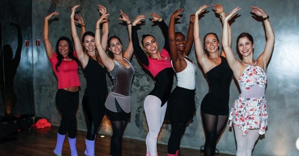 16.ago.2014 - 16.ago.2014 - Com amigas, de meia calça e body, Sabrina Sato faz aula de balé diferente, o