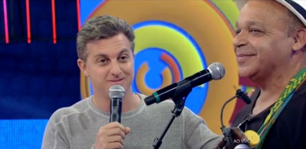 """Luciano Huck """"cortou"""" um convidado ao vivo e foi criticado em redes sociais"""