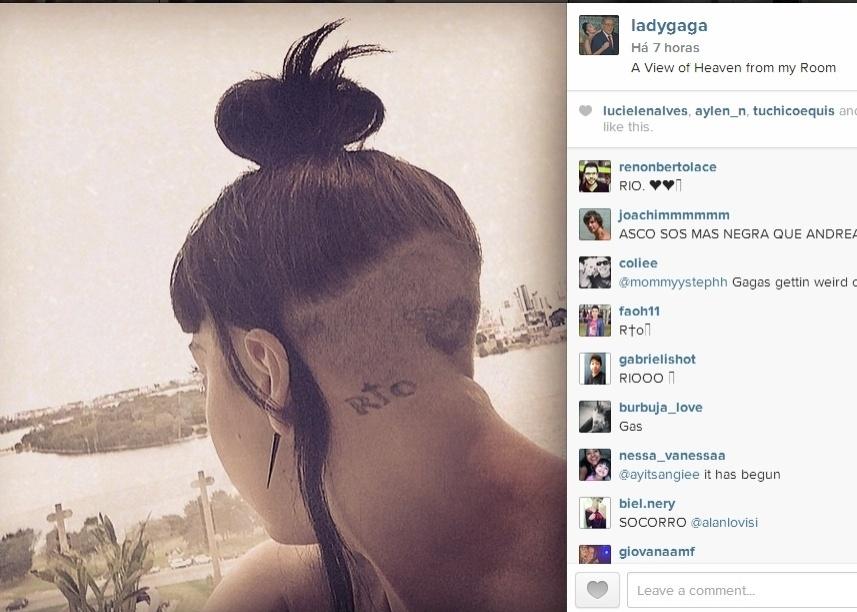 17.ago.2014 - Com parte do cabelo raspado, Lady Gaga mostra no Instagram tatuagem em homenagem ao Rio de Janeiro