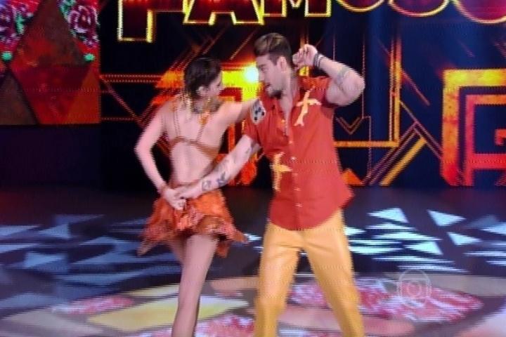 """17.ago.2014 - E, para finalizar a terceira noite, Lucas Lucco e Ana Paula Guedes dançaram ao som de """"De volta para o aconhego""""."""