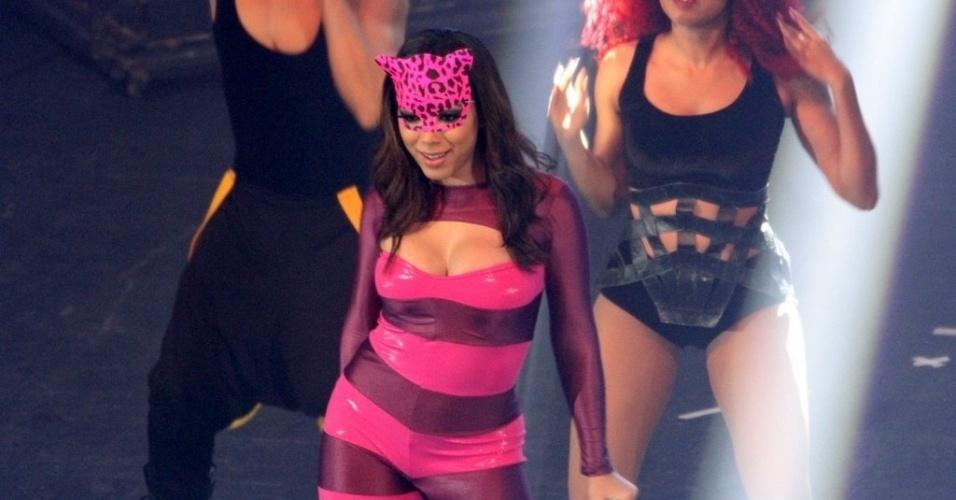 """17.ago.2014 - Anitta se apresenta na edição especial de cinco anos da festa """"Chá da Alice"""", no Vivo Rio, no Parque do Flamengo, no Rio de Janeiro"""