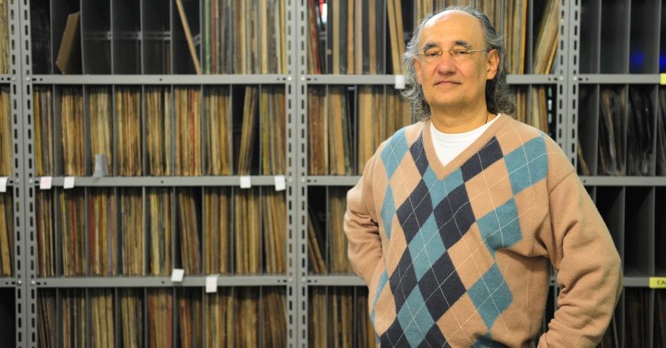 15.ago.2014 - Zero Freitas, empresário, sonoplasta e colecionador de vinil