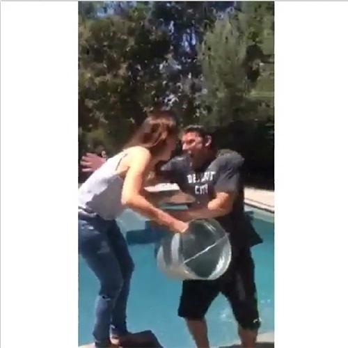 Ben Affleck recebeu o banho de gelo da mulher, Jennifer Garner
