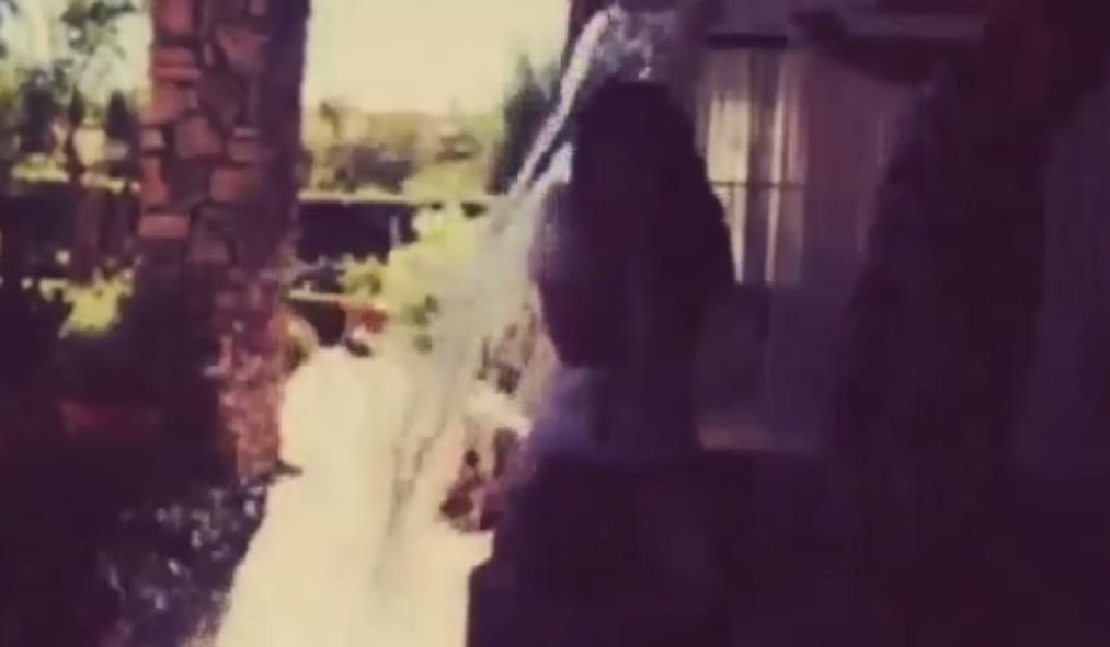 Selena Gomez colocou pedras de gelo no balde para dificultar o desafio