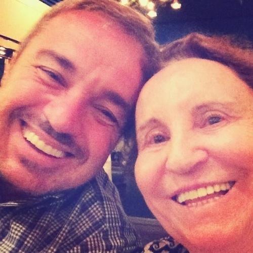 """19.ago.2014 - No Instagram, Gugu Liberato comemora o aniversário da mãe, Maria do Céu. """"Hoje. 85 anos #mãe"""", escreveu o apresentador, que está afastado da TV desde a rescisão de seu contrato com a Record, há pouco mais de um ano"""