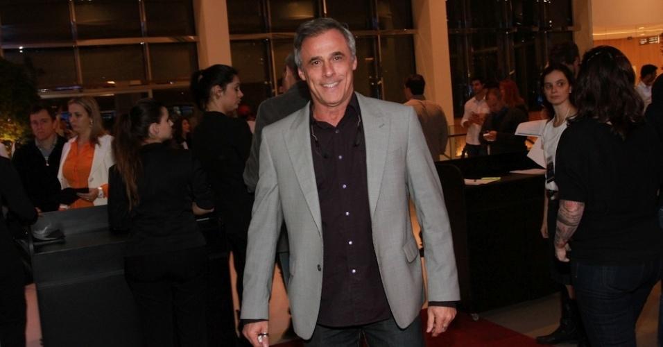 """19.ago.2014- Oscar Magrini assiste a pré-estreia de """"Os Mercenários 3"""" em São Paulo"""