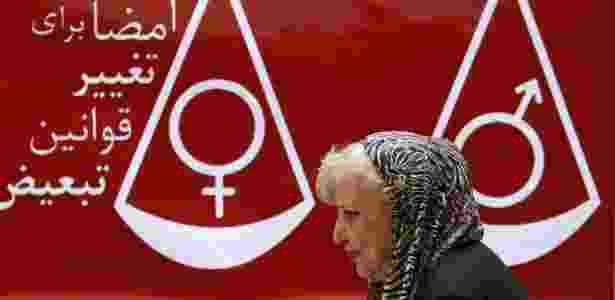 """27.ago.2007 - A ativista e poetisa iraniana Simin Behbahani, conhecida como a """"leoa do Irã"""" - AFP"""