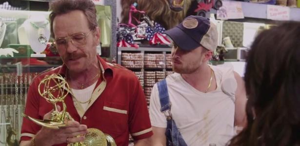 Bryan Cranston e Aaron Paul têm loja de penhores em vídeo promocional do Emmy