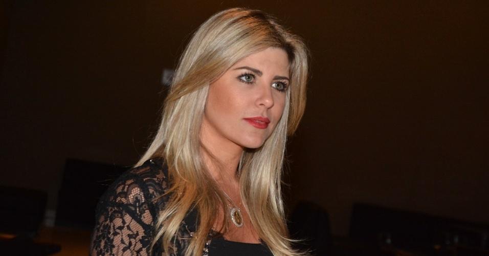 19.ago.2014 - Iris Stefanelli vai ao Festival de Fado no HSBC Brasil, na zona sul de São Paulo, na noite desta terça-feira