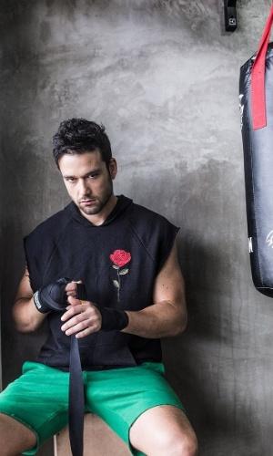 20.ago.2014 - Sérgio Marone encarnou lutador de MMA em ensaio feito para seu site pessoal. As fotos foram realizadas em uma academia no Rio