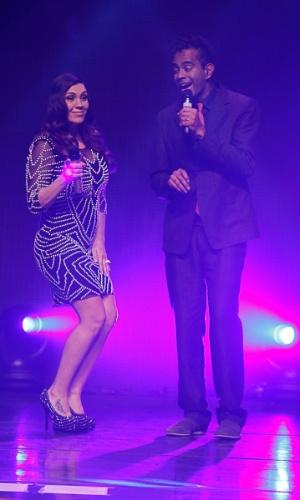 """20.ago.2014 - Simony canta com Jairzinho em gravação de DVD de 30 anos de carreira """"Caixinha de Música"""", em casa de shows de São de Paulo"""