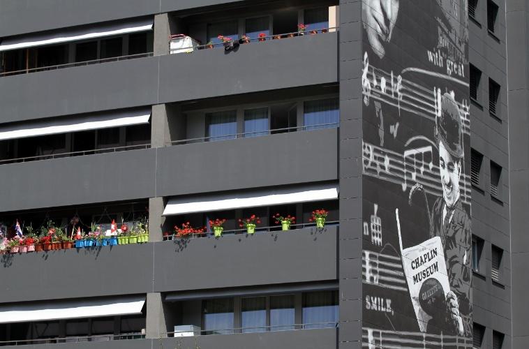 Detalhe de um prédio com imagens de Charles Chaplin no bairro de Gilamont em Vevey, na Riviera de Montreux