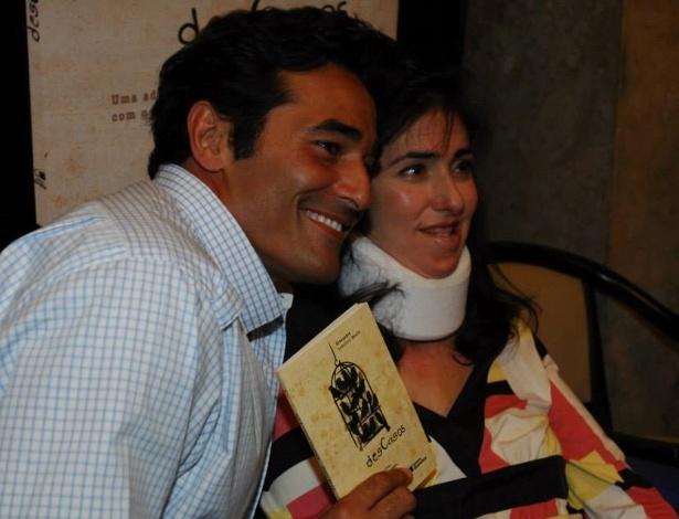 "Luciano Szafir e a irmã Alexandra Szafir no lançamento do livro ""Descasos"", escrito pela advogada"