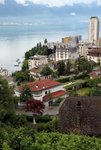 Montreux e o Lago Genebra vistos do alto do bairro histórico dessa cidade suíça conhecida por abriga um dos festivais de música mais famosos do mundo: o Montreux Jazz Festival