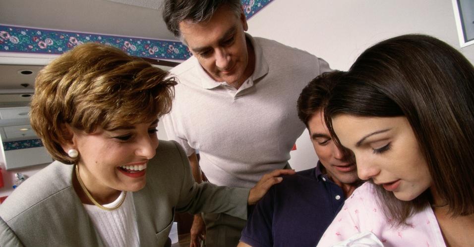 pais, bebê, recém-nascido, avós, visitas
