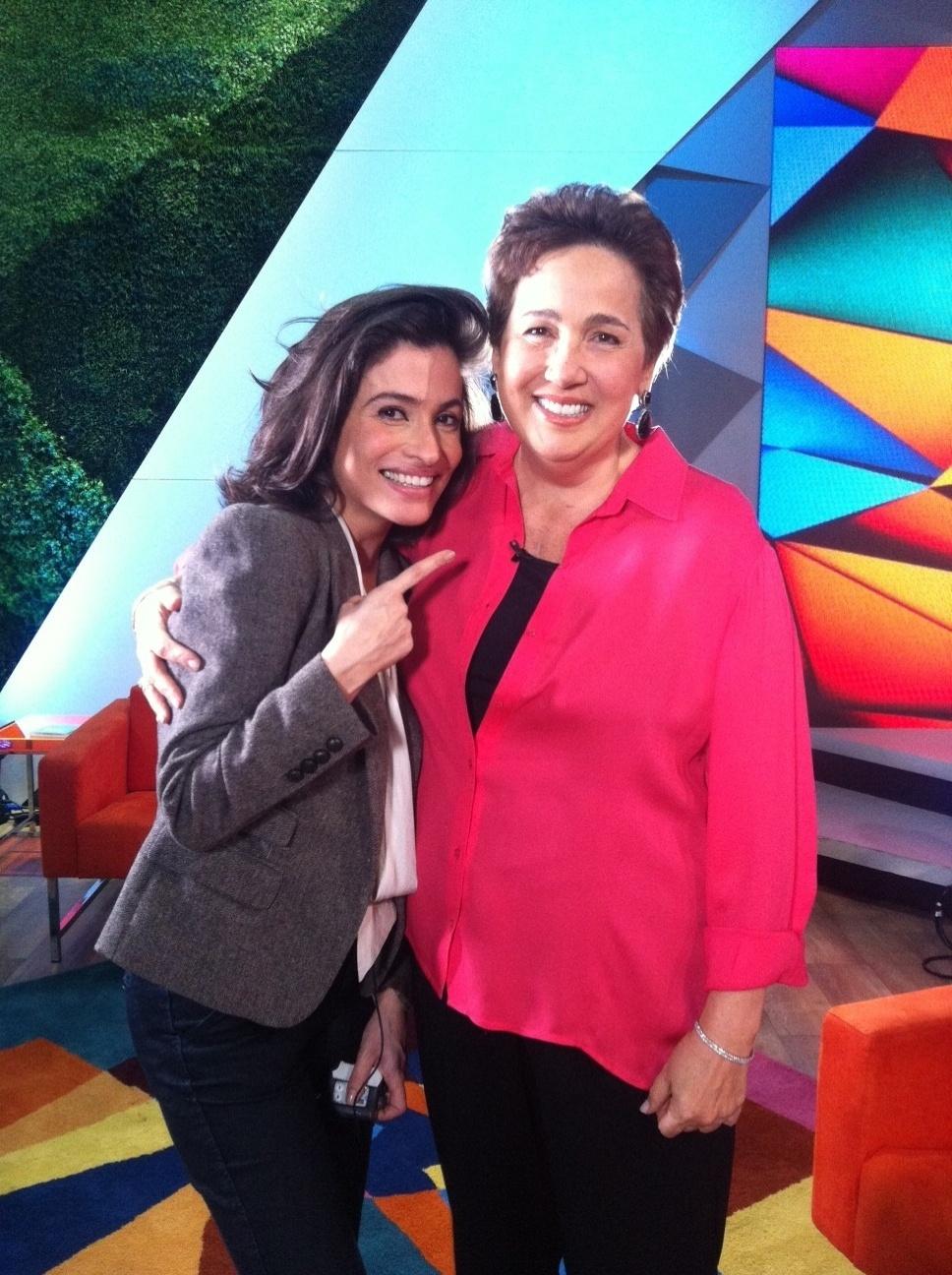 Renata Vasconcelos conversa com Claudia Jimenez no estúdio do