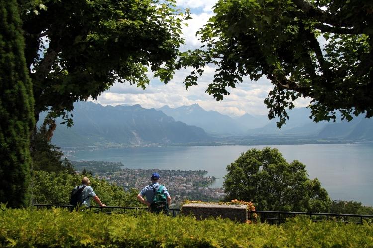 Riviera de Montreux vista a partir do mirante localizado do Le Chalet, restaurante que fica no Mont-Pèlerin, em Vevey. O local pode ser acessado a bordo de funiculares