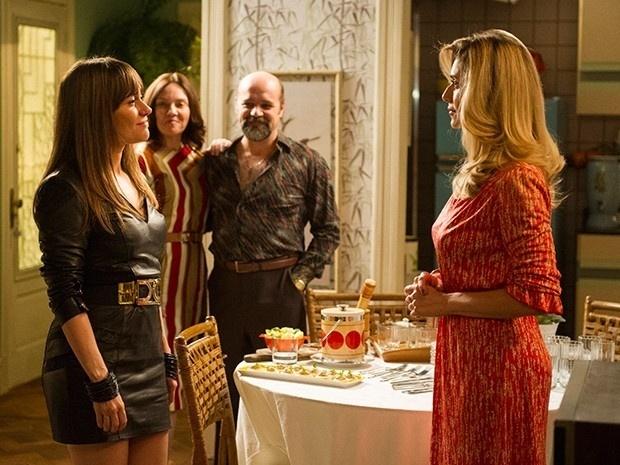 Susana conhece Gilda após pensar que Célia era a amante de Fernando
