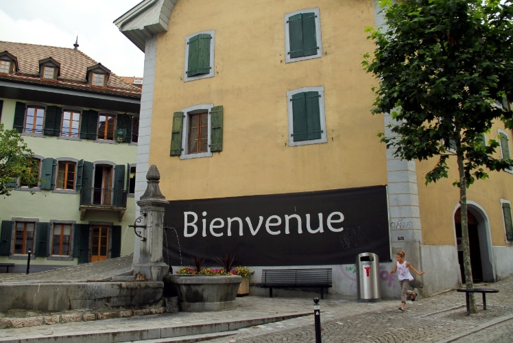 Vista do centro histórico de Montreux, bairro que abriga um casario histórico bem preservado cortado por ruas estreitas e de onde se tem uma das vistas panorâmicas mais impressionantes da região da Riveira de Montreux