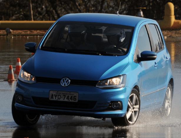 Alguns compactos brasileiros, como o VW Fox, já trazem item em versões de topo - Murilo Góes/UOL