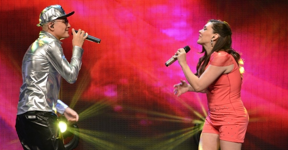 """20.ago.2014 - MC Gui na gravação do DVD de 30 anos de carreira de Simony, """"Caixinha de Música"""", em um teatro na zona leste de São Paulo, na noite desta quarta-feira"""