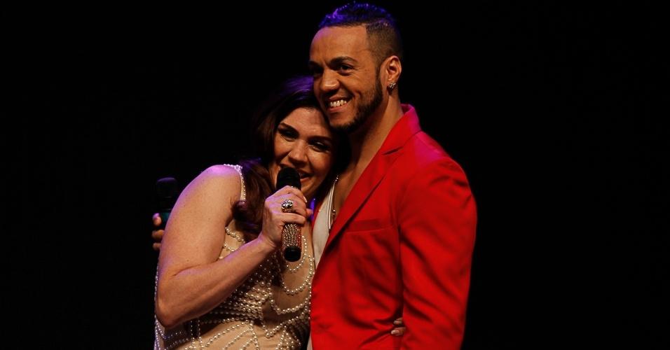 """20.ago.2014 - Simony cantou com Belo a música do cantor """"Coisas das Vida"""". """"Você é uma das melhores cantoras do Brasil"""""""