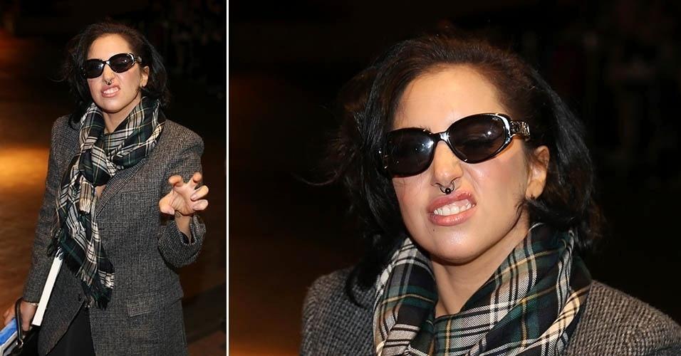 21.ago.2014 - De cabelos mais curtos, Lady Gaga aparece com piercing no nariz. A cantora exibiu o novo acessório ao chegar ao hotel em que ficará hospedada em Melbourne, na Austrália
