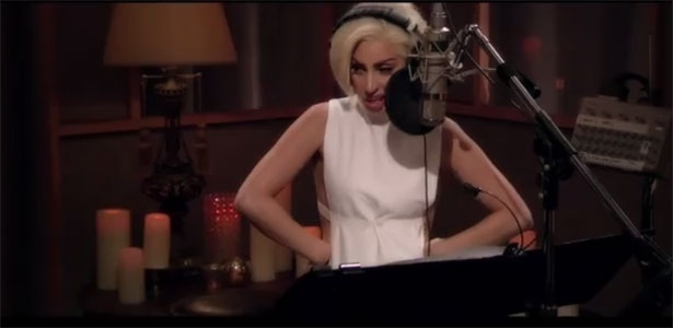21.ago.2014 - Lady Gaga e Tony Bennett, da faixa Anything Goes