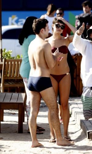 """21.ago.2014- Sophie Charlotte exibe corpo em forma ao gravar de biquíni com Daniel de Oliveira cenas de """"O Rebu"""" na praia da Barra da Tijuca, Rio de Janeiro"""