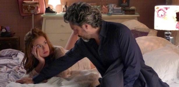 Após se amarem, Maria Ísis pergunta a José Alfredo se ele a assumiria como esposa