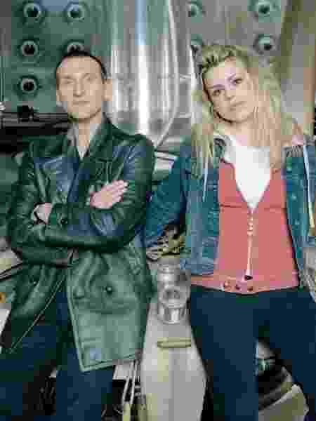 Christopher Eccleston com Billie Piper em Doctor Who - Reprodução - Reprodução