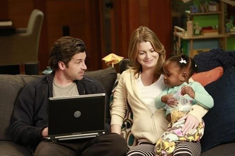 """Ellen Pompeo ficou grávida durante a quinta temporada de """"Grey's Anatomy"""". A gravidez não fez parte da trama. Segundo os roteiristas, seria complicado inserir um bebê na história"""