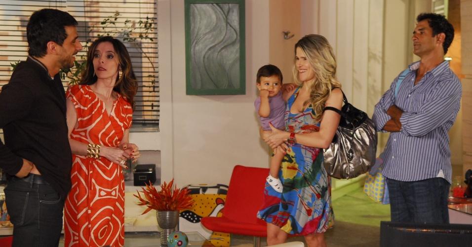 """Ingrid Guimarães engravidou de sua primeeira filha, Clara, enquanto vivia Simone na novela """"Caras e Bocas"""", da Globo. Na trama de Walcyr Carrasco, a personagem acabou engravidando também"""