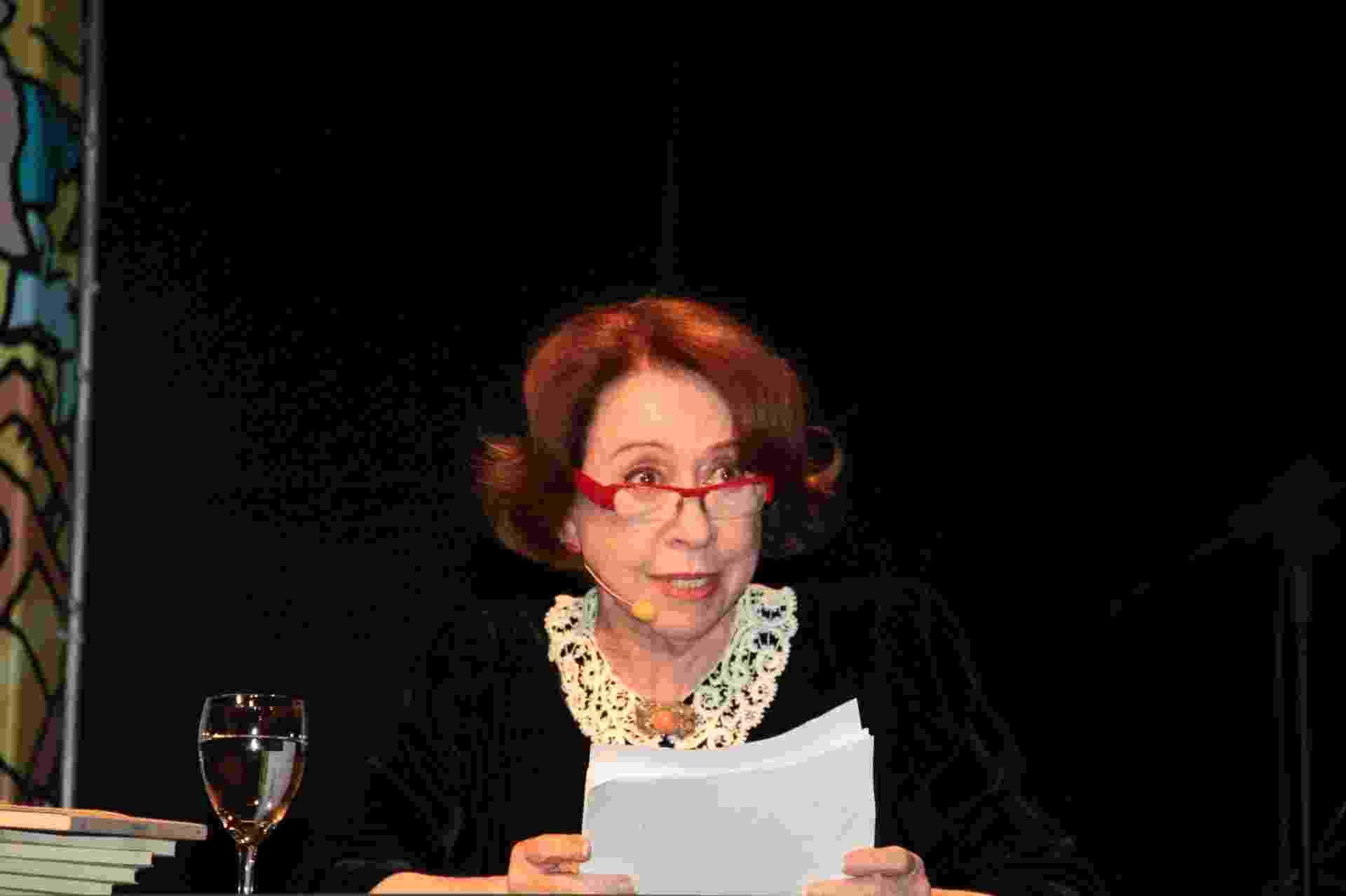 22.ago.2014 - A atriz Fernanda Montenegro faz leitura de sermões de Padre Antônio Vieira na abertura da 23ª Bienal Internacional do Livro de São Paulo no Auditório Elis Regina do Anhembi - Divulgação