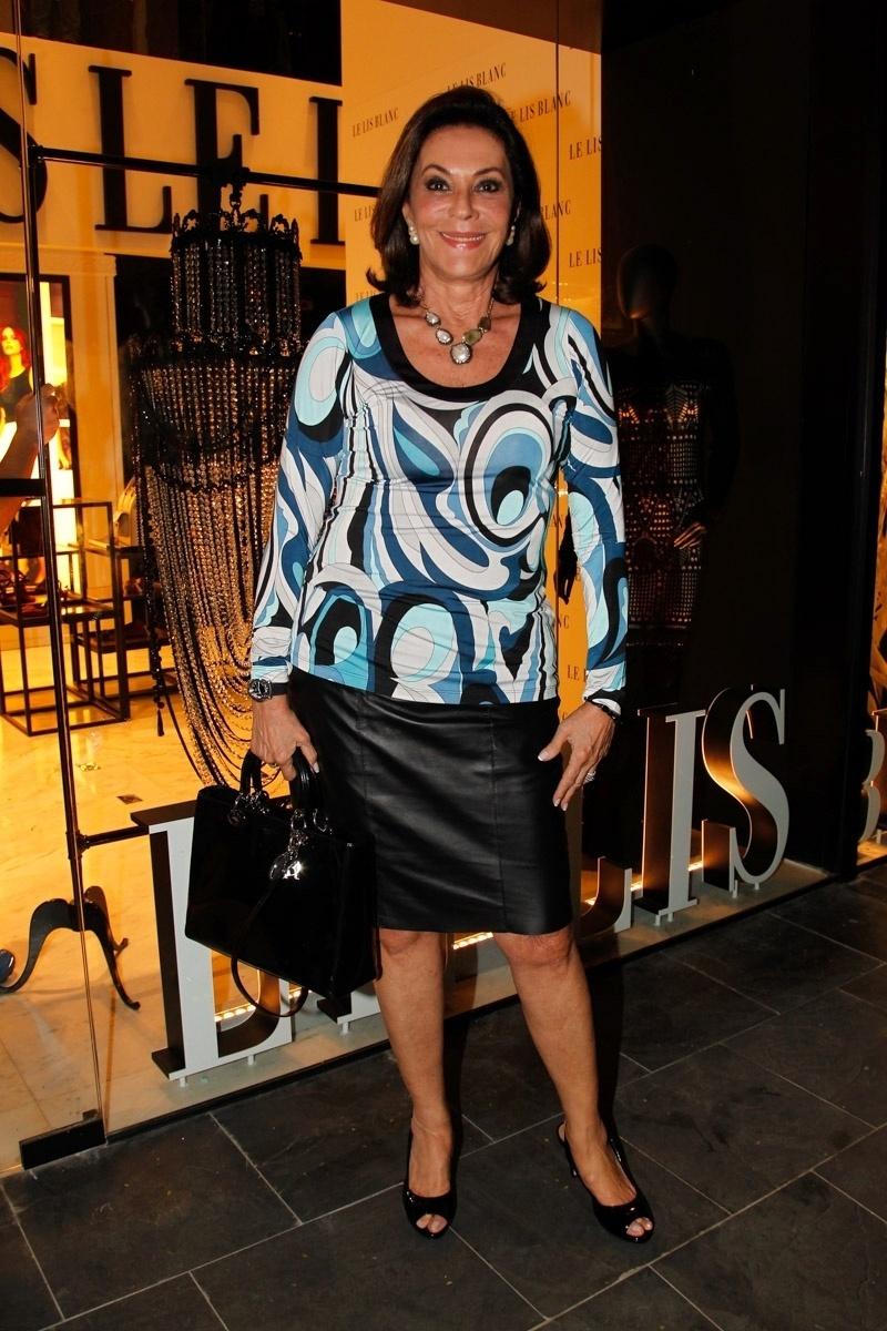22.ago.2014 - Beth Szafir prestigiou o lançamento da nova coleção de uma grife feminina. O evento aconteceu no bairro dos Jardins, em São Paulo