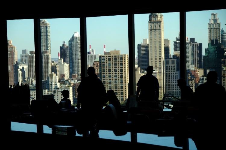 A rede hoteleira de Nova York também segue a tendência dos altos edifícios e terraços de observação como o luxuoso Mandarin Oriental, cujos quartos estão localizados entre os 35º e 54º andares