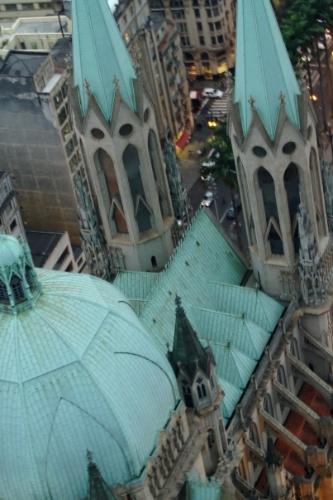 Catedral da Sé vista durante voo panorâmico por São Paulo, uma das opções para ver a cidade do alto