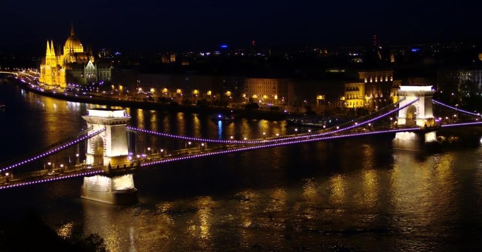Chain Bridge Szechenyi Lanchid, uma das pontes de Budapeste que podem ser vistas do alto das famosas colinas da capital húngara