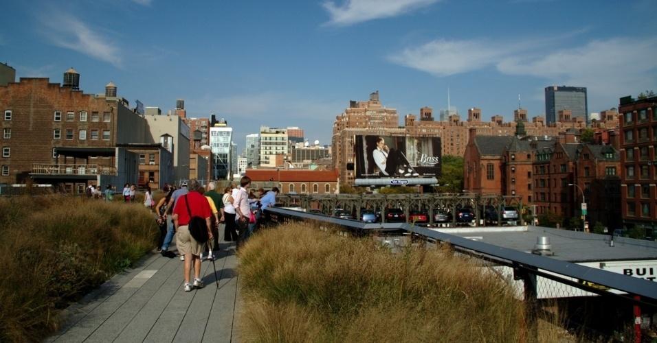 Dona de um dos skylines mais exibidos e cobiçados do planeta, Nova York é um convite para ser vista do alto em locais como o High Line, parque público construído em uma antiga via férrea elevada que cruzava o setor oeste de Manhattan