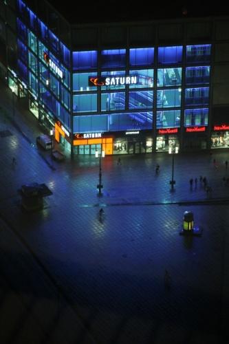 Em Berlim, capital da Alemanha, a dica é subir até a Torre de TV com 207 metros de altura erguida nos anos 60 na Alemanha Oriental.  Do alto de sua estrutura em forma espacial é possível observar atrativos como o Portão de Brandemburgo e a Ilha dos Museus