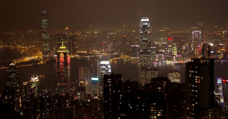 Hong Kong, ao sul da China, vista a partir de um dos mirantes da torre The Peak, um dos locais mais populares para observação da cidade