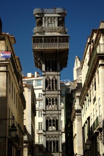 Lisboa guarda alguns endereços que também garantem vistas panorâmicas como a Torre de Belém e o Elevador de Santa Justa (na foto), monumento erguido em 1902 em ferro fundido e com vistas panorâmicas da Baixa lisboeta e do Castelo de São Jorge