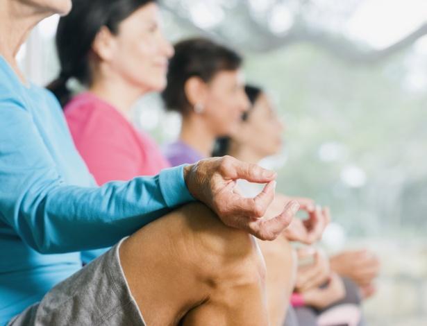 Meditação está entre atividades comuns de retiros espirituais - Getty Images