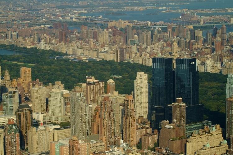 Passeios panorâmicos de helicóptero podem ser feitos em Nova York, cidade americana dona de um dos skylines mais exibidos e cobiçados do planeta