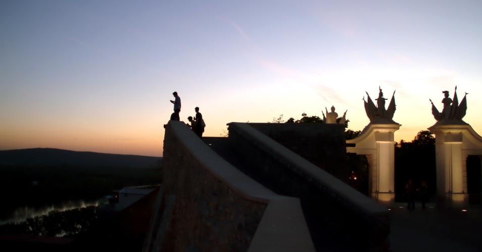 Rica em construções de diversos estilos, a Bratislava, capital da Eslováquia, tem pontos de observação da paisagem local como o mirante do Castelo da Bratislava (na foto), antiga moradia de celtas e monarcas húngaros