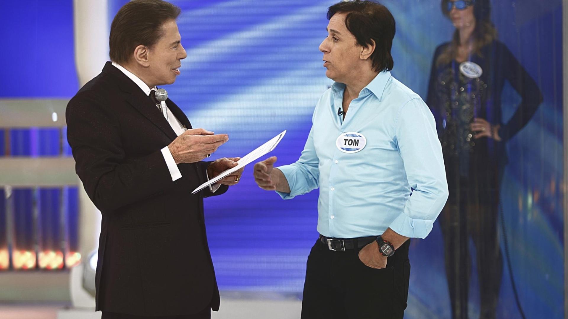 Silvio Santos brinca com Tom Cavalcante em seu programa no SBT