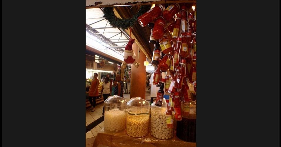 Temperos, frios e doces caseiros são os produtos mais vendidos no mercado municipal de São José dos Campos
